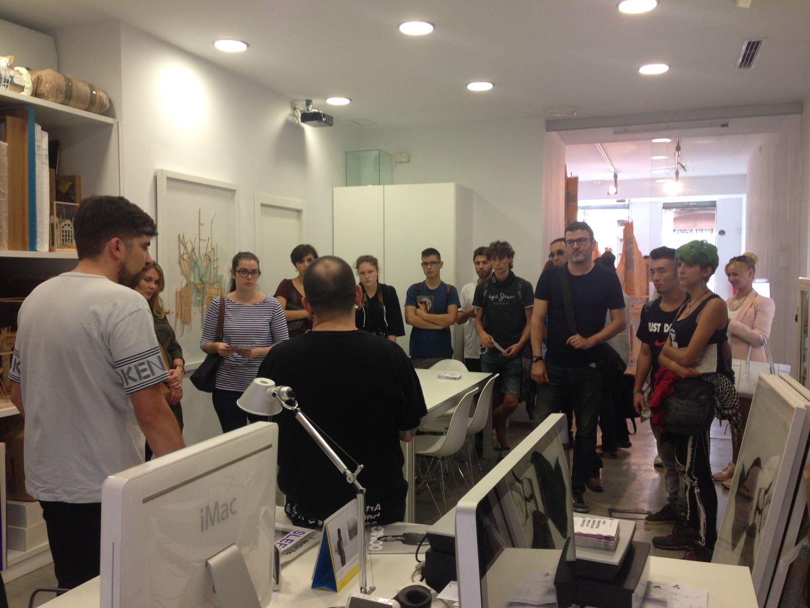 Ismael Chappaz con alumnos